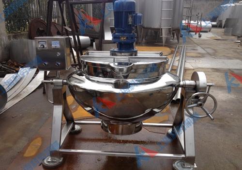 以380v电力为热源,通过导热油加热的方式